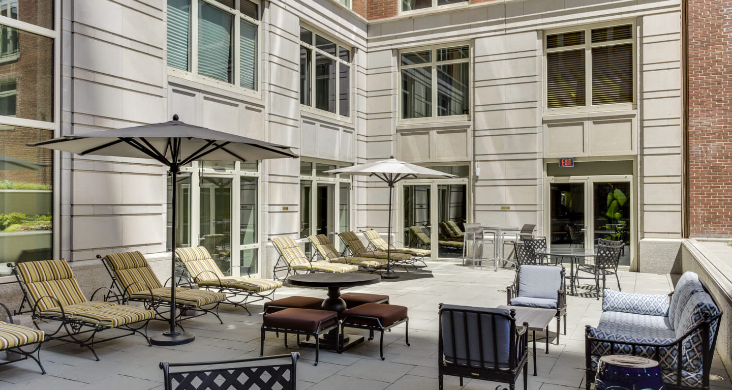 10 Rittenhouse residents' patio