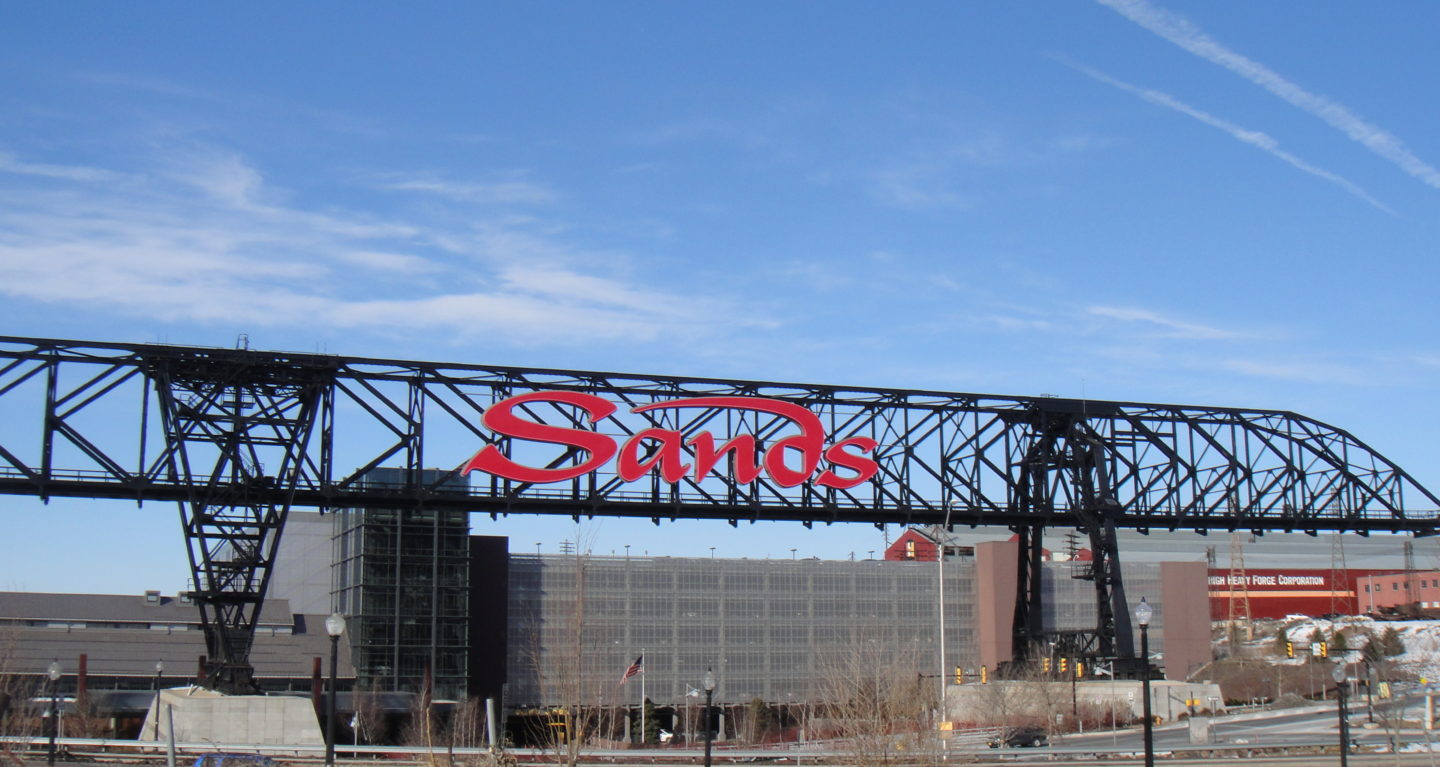 Sands_Casino_Resort_bridge_with_sign